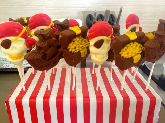 Amazing, huh? Yes, ok, I made these chocolate guys - under direction from The Boss!